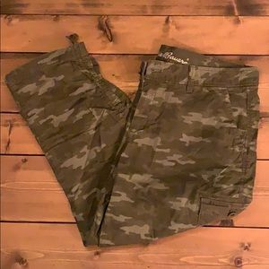 Eddie Bauer cropped cargo pants, NWT.